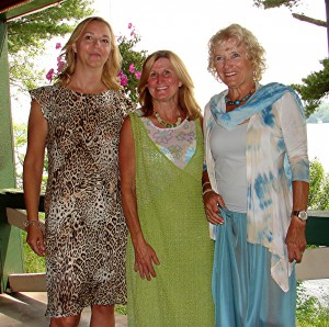 Fashion models Karen Mitchell, Linda Gibbs and Joni Dyer